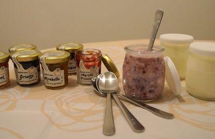 yaourts brassés et confitures