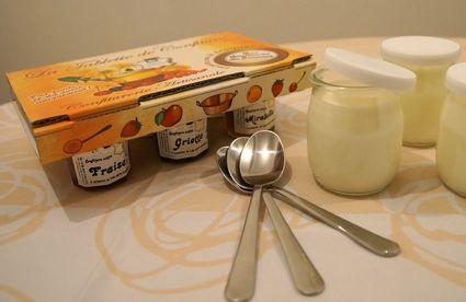 yaourts brassés et coffret de confitures